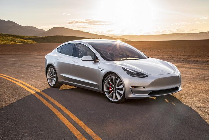 Com corpo humano e mente de máquina, o humanoide da Tesla é desenvolvido para realizar atividades maçantes e perigosas.