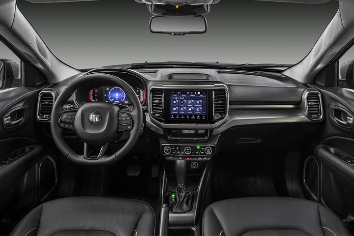 Picape passa pela primeira reestilização de meia vida, já com mudanças profundas na motorização, na cabine e nos equipamentos, e com dois tipos de grade