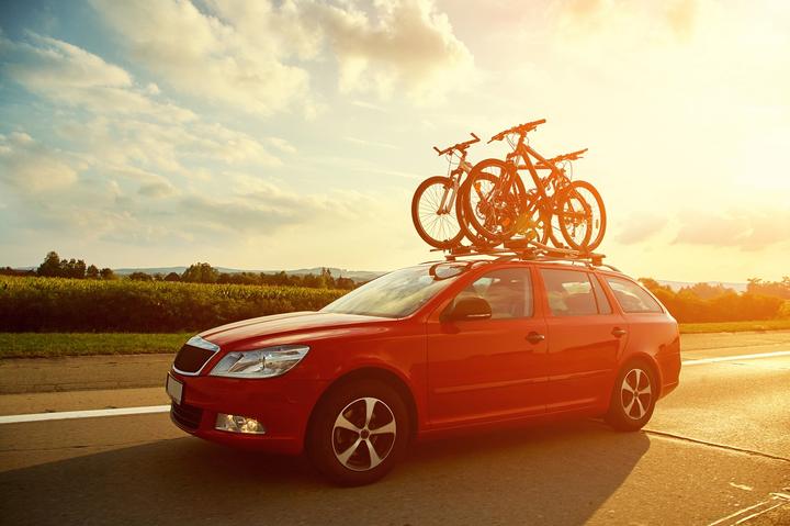 Vidro fechado, pneu calibrado e dizer adeus bagageiro externo são fatores que ajudam muito a economizar combustível em rodovias