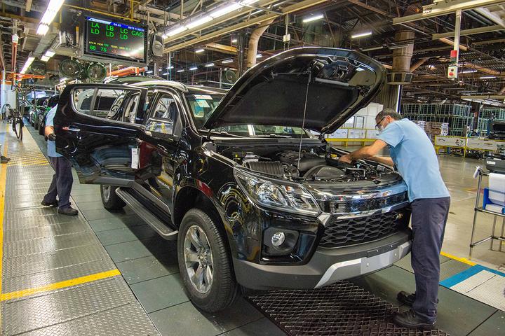 Enquanto eletrificação e automação ampliam dependência da indústria automotiva, custo do insumo deve dobrar até o ano que vem