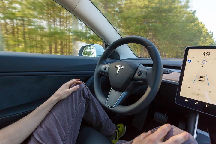 Lista de acidentes atribuídos a falha no sistema de condução autônoma cresceu 11% só neste ano. Número de vítimas passa de 200, em 19 países