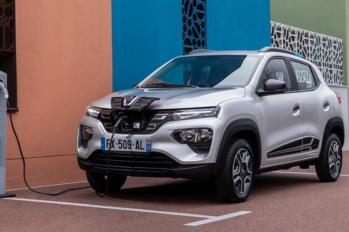 Novidade, baseada no primo-irmão europeu Dacia Spring, terá visual adaptado para o mercado brasileiro e quer ser o carro elétrico mais barato no país