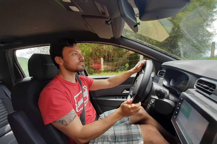 Os três tipos de assistência à direção reduzem o esforço do motorista na hora de manobrar, mas funcionam de maneira diferente