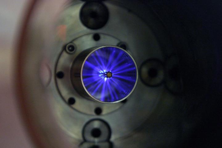 Enquanto marca japonesa segue com projeto que transforma biocombustível em eletricidade, Stellantis desistiu de revolucionário motor turboetanol